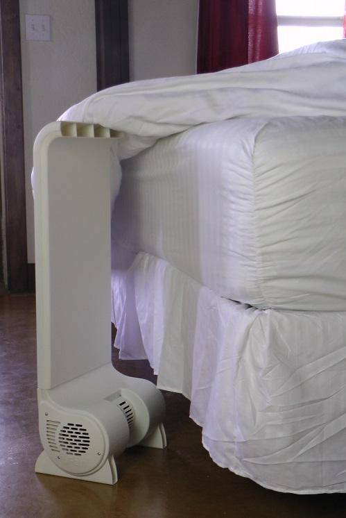 The air cooling fan discharges air that goes into the bed sheets. Image via BedFans USA