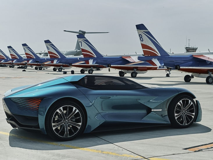 The super-car makes its presence felt on the airfield. Image via DS