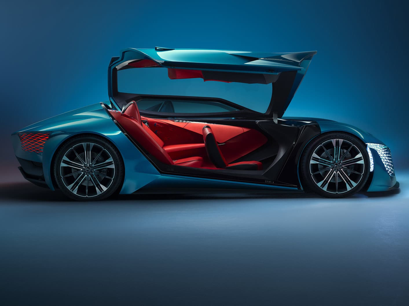 DS X E-Tense takes its chassis from a Formula E car and transforms it into a super car. Image via DS